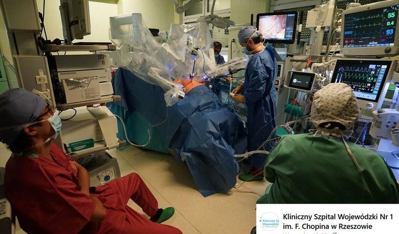 Przełomowa operacja w Rzeszowie; źródło: Kliniczny Szpital Wojewódzki Nr 1 im. F. Chopina w Rzeszowie /