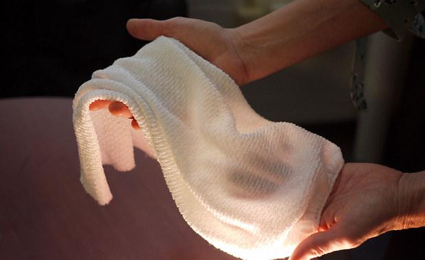 Przełomowa tkanina ochłodzi cię. Albo ogrzeje...
