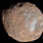 Przelot sondy Mars Express obok Fobosa
