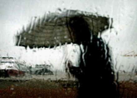 Przelotne opady deszczu możliwe są w całym kraju /AFP