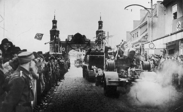 Przemarsz oddziałów niemieckich ulicami Kłajpedy /Z archiwum Narodowego Archiwum Cyfrowego