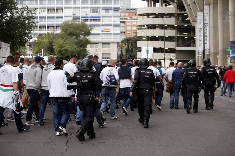 Przemarsz zorganizowanej grupy kibiców Legii Warszawa na stadion Santiago Bernabéu /PAP/EPA