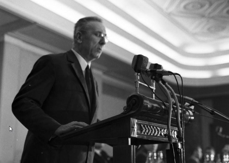 Przemawiający Edward Gierek. Zdjęcie z lat 70. zeszłego stulecia /Z archiwum Narodowego Archiwum Cyfrowego