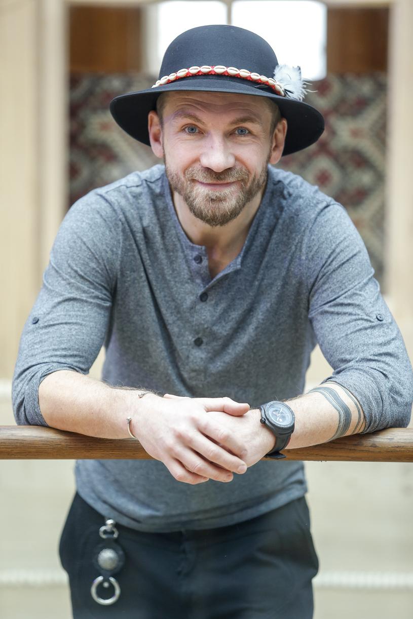 Przemek Kossakowski ma jeszcze kilka mniejszych tatuaży, m.in. na rękach i ramionach. Na zdjęciu podczas otwarcia Góralskiego Browaru w Zakopanem /Podlewski /AKPA