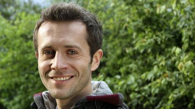 Przemek przez sześć lat wcielał się w Jakuba Ziobera, który wynajmował mieszkanie razem z braćmi Zduńskimi i Madzią. Jego bohater imał się różnych zajęć – był policjantem, informatykiem, a także importerem kamienia. Miał również bardzo skomplikowane życie miłosne. Ostatecznie zdecydował się na wyjazd do USA. /www.mjakmilosc.tvp.pl/