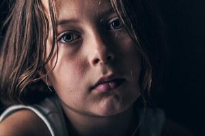 Przemoc jak wirus. Dzieci krzywdzone za zamkniętymi drzwiami