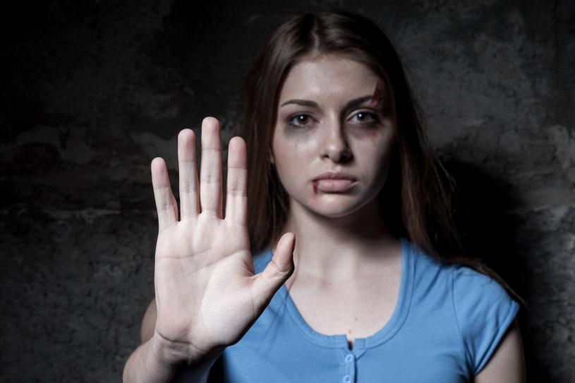 """Przemoc nie jest """"zarezerwowana"""" tylko dla najniższych warstw społecznych - przestrzegają specjaliści /123RF/PICSEL"""