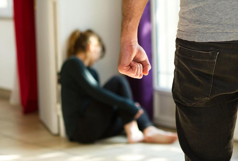 Przemoc w związku obniża samoocenę kobiety /123RF/PICSEL