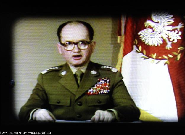 Przemówienie telewizyjne generała Wojciecha Jaruzelskiego informujące o wprowadzeniu stanu wojennego na obszarze całego kraju /Wojciech Strozyk/REPORTER /East News