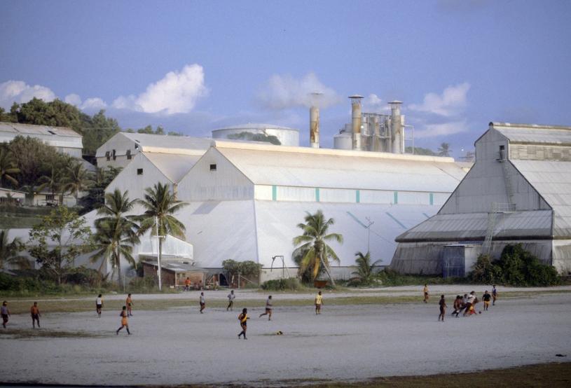 Przemysł ciężki miał zapewnić Nauru dobrobyt. Przez lata nie trzeba było tu nawet pracować, ale wszystko co dobre, szybko się kończy... /East News