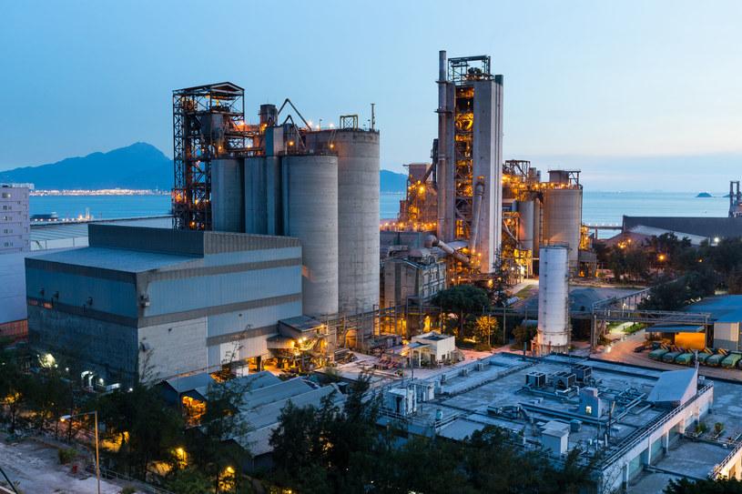 Przemysł ma problem ze znalezieniem sprzedawców prądu /123RF/PICSEL