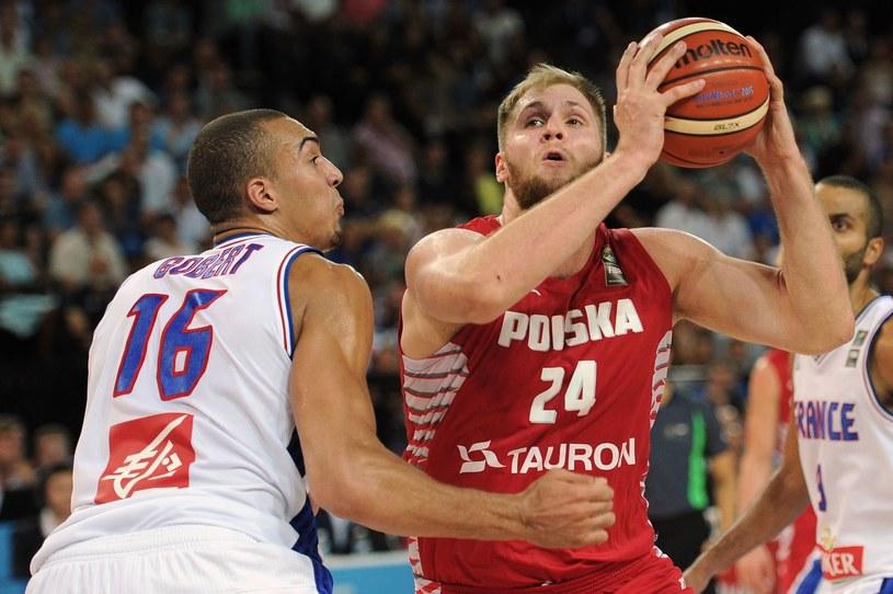 Przemysław Karnowski (przy piłce). /AFP