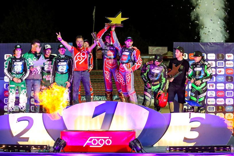 Przemysław Pawlicki, Bartosz Zmarzlik i Piotr Pawlicki na najwyższym stopniu podium /Fot. Marek Zakrzewski /PAP