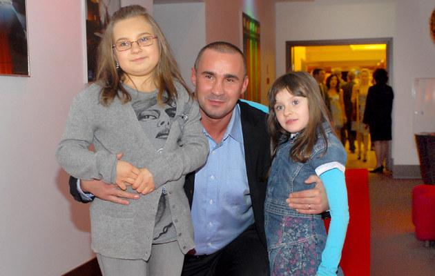 Przemysław Saleta z córkami /fot.Andrzej Szilagyi  /MWMedia