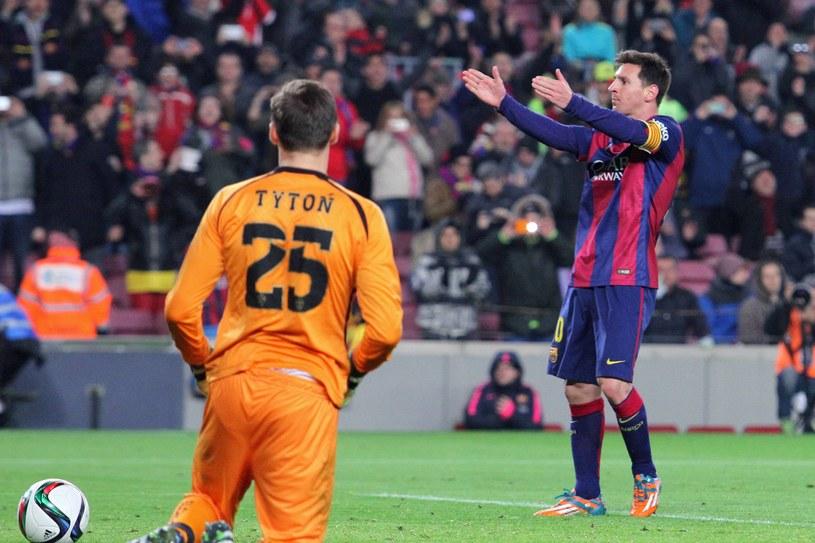 Przemysław Tytoń i Leo Messi /Joma/Actionplus / Foto Olimpik /Newspix