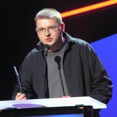 """Przemysław Wojcieszek odbiera jedną z wielu nagród w swojej karierze - Paszport """"Polityki"""" /INTERIA.PL"""