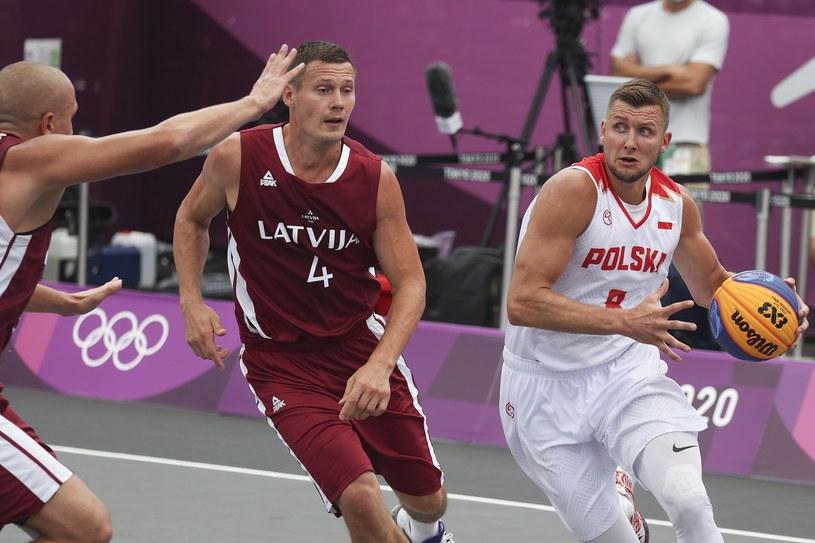 Przemysław Zamojski (z prawej) kontra Agnis Cavars /PAP