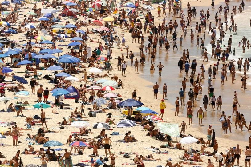Przepełnione plaże w Sydney /GLENN CAMPBELL  /PAP/EPA
