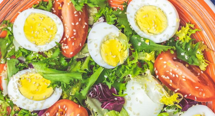 Przepiórcze jaja fantastycznie komponują się z sałatkami /123RF/PICSEL