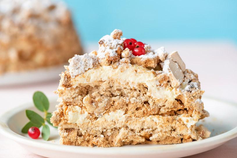Przepis na efektowny i niesamowicie smaczny tort z bezą /123RF/PICSEL