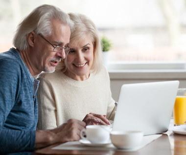 Przepisy, filmy i inne formy rozrywki. Co jeszcze senior znajdzie w internecie?