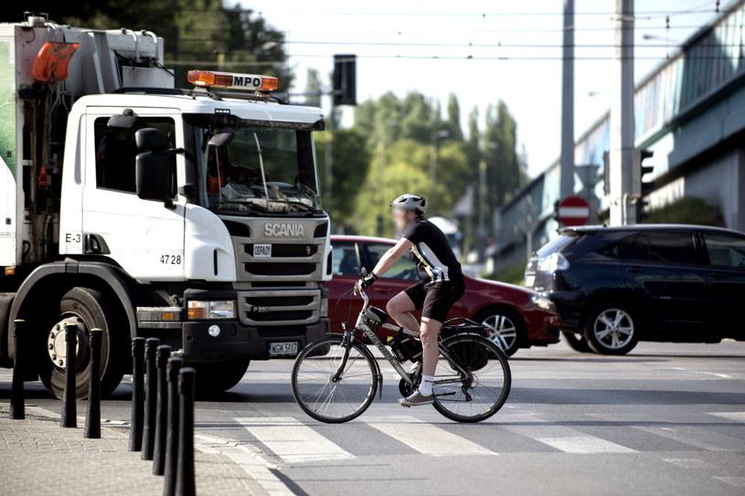 Przepisy łamią rowerzyści w strojach kolarzy... /Jakub Wosik  /Reporter