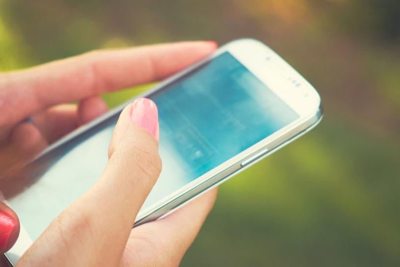 Przepraszanie smsem nie jest najlepszym pomysłem /123RF/PICSEL