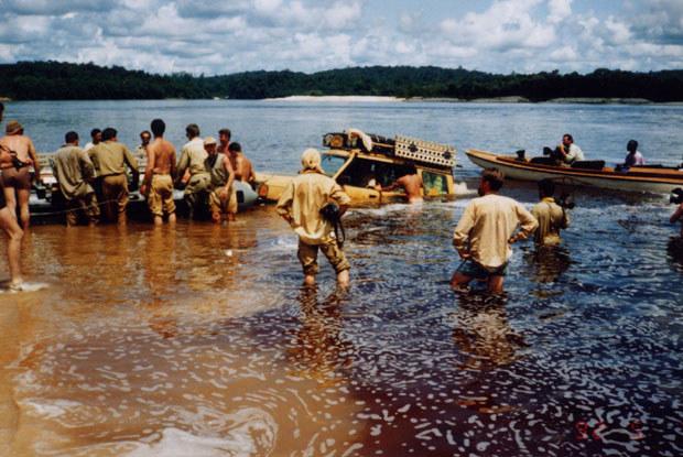 Przeprawa przez rzekę Essequibo / kliknij /INTERIA.PL