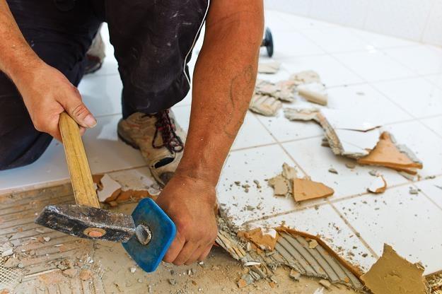 Przeprowadzenie remontu wymaga spełnienia wymagań narzuconych przez powszechnie obowiązujące prawo /©123RF/PICSEL