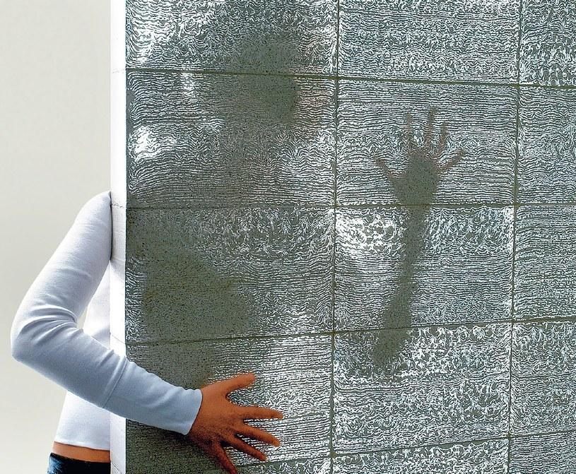 Przepuszczenie światła to sprawa pomieszania betonu z włóknami światłowodowymi /21 wiek
