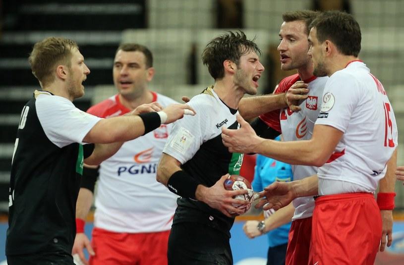 Przepychanki podczas meczu Polska - Niemcy na MŚ w Katarze /AFP