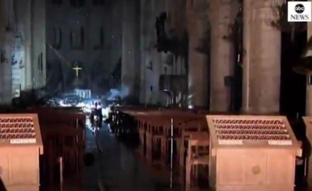 Przerażający widok z wnętrza katedry Notre Dame...