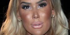 Przesadziła z makijażem. Trudno ją poznać!