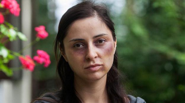 Prześladowana psychicznie i fizycznie przez męża Weronika nie tak dawno temu postanowiła dać mu jeszcze jedną szansę. /www.barwyszczescia.tvp.pl/