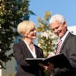 Przesłanki uznania przez ZUS pracy rodziny na etacie za współpracę
