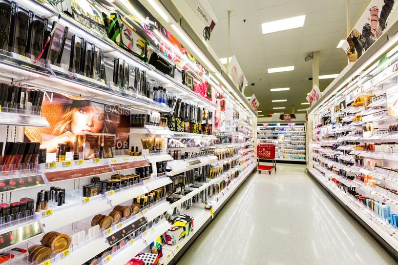 Przestaniemy kupować kosmetyki w tradycyjnych sklepach? /123RF/PICSEL