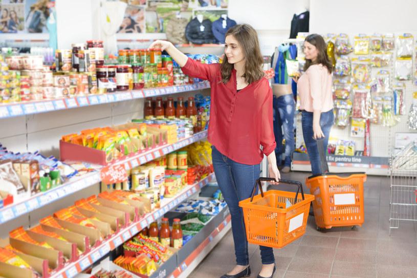 Przestawianie towaru ma wywołać w dezorientację, a w efekcie zwiększyć obroty sklepu /123RF/PICSEL