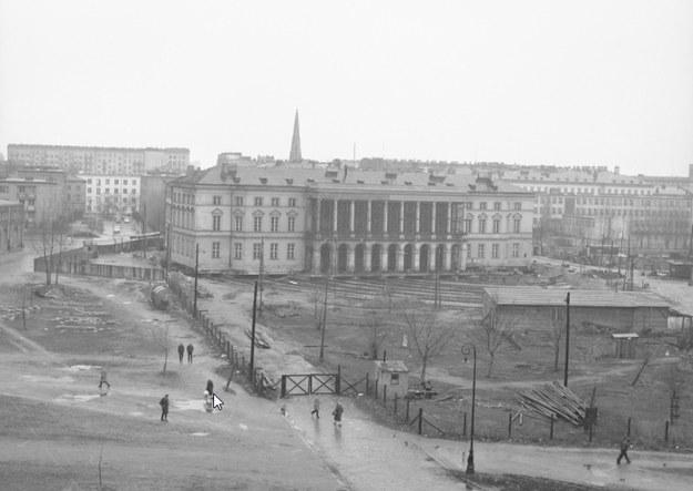 Przesuwanie Pałacu Lubomirskich w Warszawie. Etap pierwszy /Z archiwum Narodowego Archiwum Cyfrowego