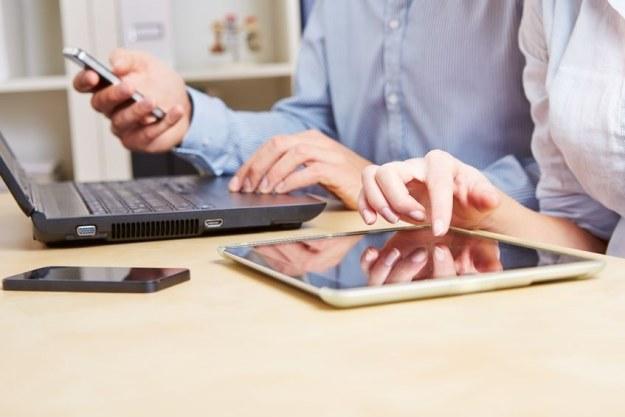 Przesyłamy coraz więcej danych - głównie za sprawą urządzeń mobilnych /123RF/PICSEL