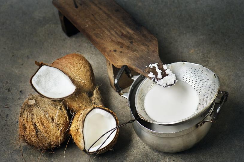 Przetwory mleczne można zastąpić niesłodzonym mleczkiem gryczanym, konopnym, ryżowym czy kokosowym /123RF/PICSEL
