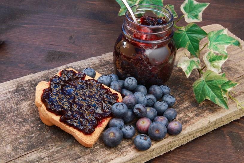Przetwory z jagód najlepiej smakują zimą /123RF/PICSEL