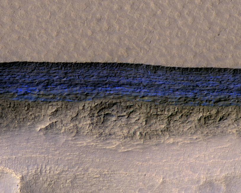 Przetworzony obraz jednej ze skarp, na której znaleziono pokłady lodu wodnego /materiały prasowe
