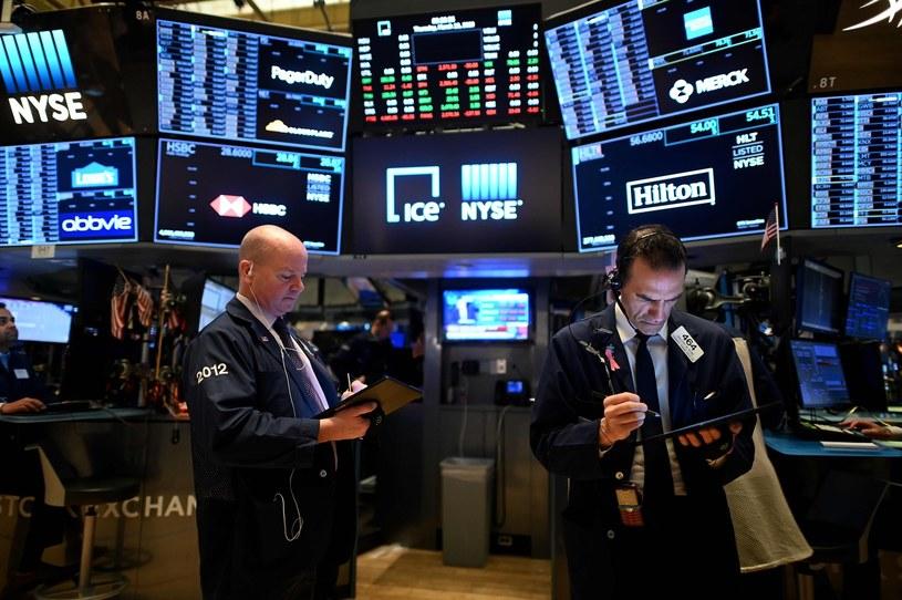 Przewaga spadków na Wall Street. Nasdaq z kolejnym rekordem /AFP