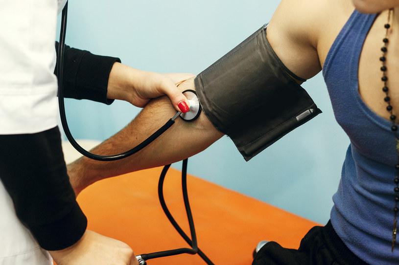 Przewlekłe krwawienie w nosa może być też objawem problemów z ciśnieniem /123RF/PICSEL