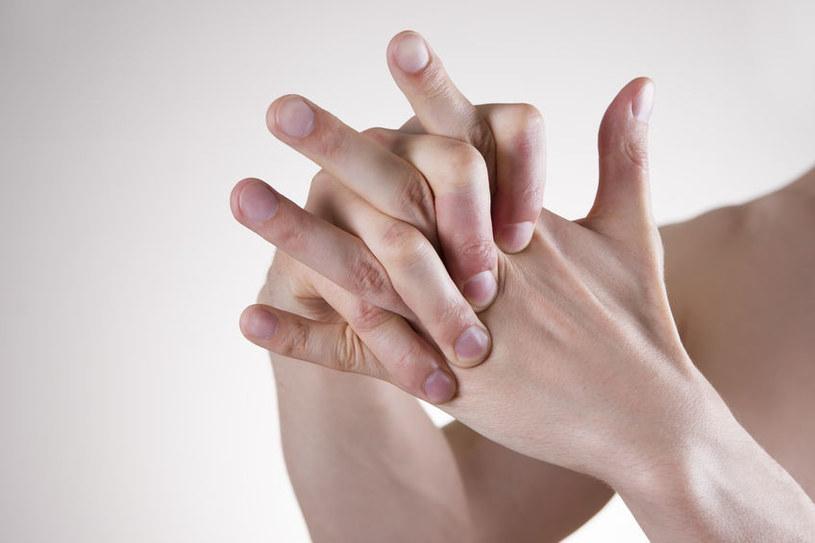 Przewlekły ból stawów /©123RF/PICSEL