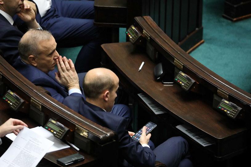 Przewodniczący Klubu Parlamentarnego Koalicja Obywatelska Borys Budka oraz lider PO Grzegorz Schetyna podczas posiedzenia Sejmu / Tomasz Gzell    /PAP