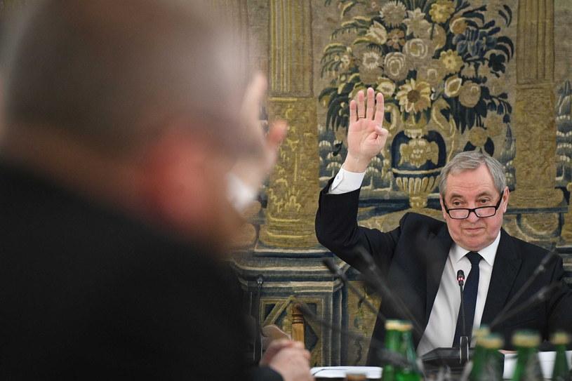 Przewodniczący komisji Henryk Kowalczyk podczas posiedzenia sejmowej komisji Finansów Publicznych / Radek Pietruszka   /PAP
