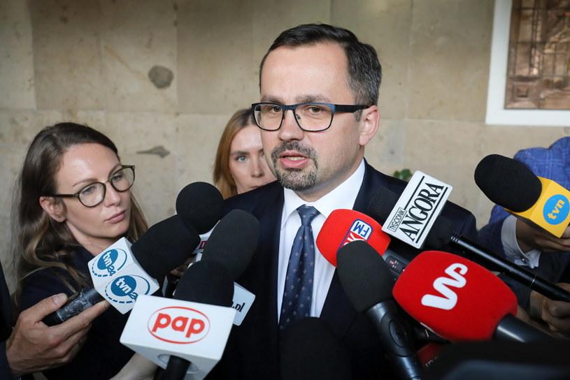 Przewodniczący komisji Marcin Horała /Paweł Supernak /PAP