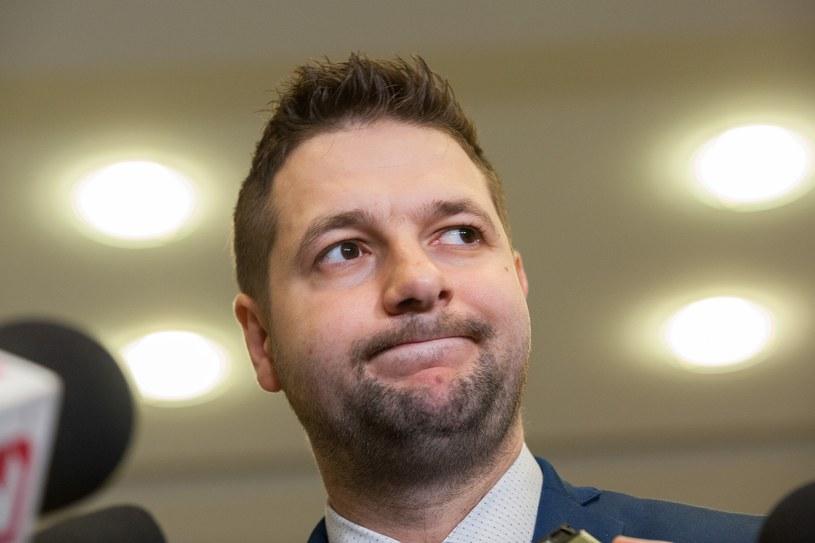 Przewodniczący komisji Patryk Jaki /Grzegorz Krzyzewski /East News