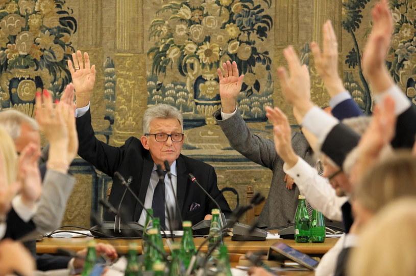 Przewodniczący komisji Stanisław Piotrowicz / Leszek Szymański    /PAP